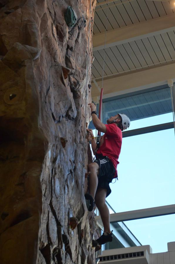 Students+practice+climbing%2C+not+falling
