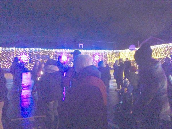 Moxham light up event kicks off holiday spirit