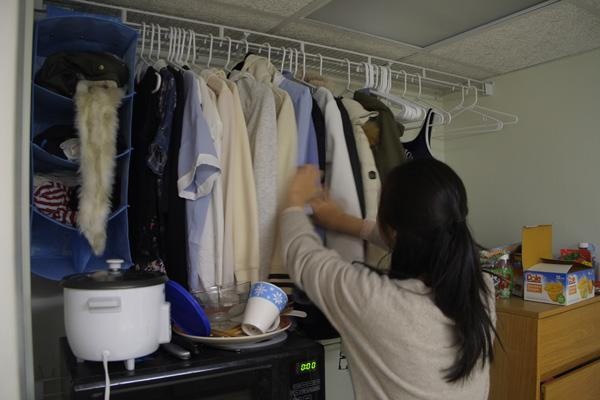 Thrifty students shop to stay in budget