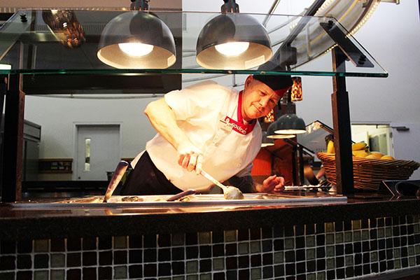 Sodexo employee Raymond Keim preping dinner.