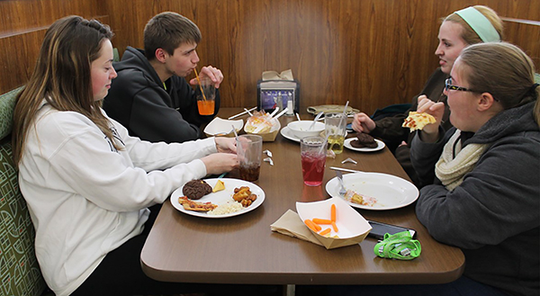 Sophomores Tiffany Jones and Caleb Smith (left-right) eat a meal with senior Allison Reed and sophomore Brittany Bowers (left-right) at the Student Union.