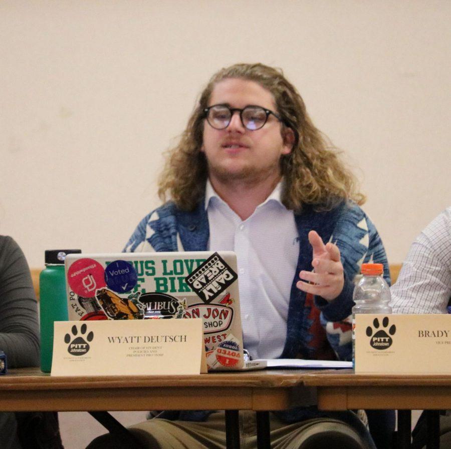 Student Government President Pro Tempore Wyatt Deutsch speaks at a Nov. 7 meeting.