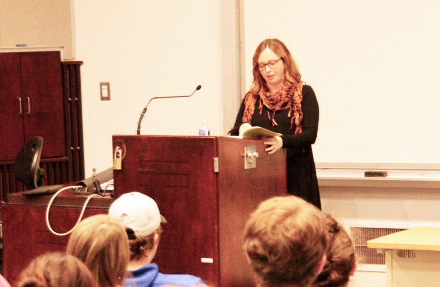 Second+Fall+Reading+Series+speaker+Marissa+Landrigan+reads+to+the+audience+from+her+book%2C+%E2%80%9CThe+Vegetarian%E2%80%99s+Guide+to+Eating+Meat%3A+A+Young+Woman%E2%80%99s+Search+For+Ethical+Food%E2%80%9D+Oct.+19+in+Blackington+Hall.