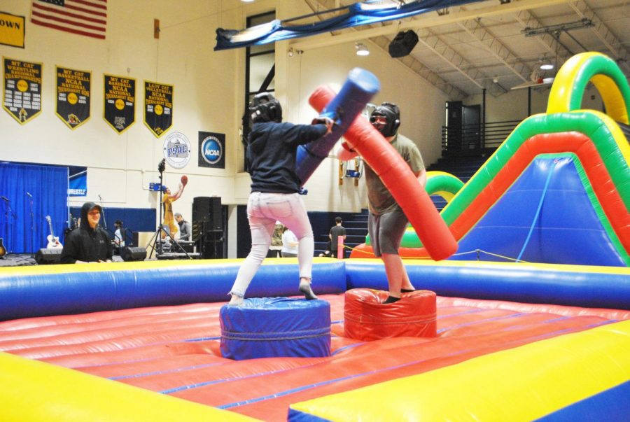 Junior+Kayla+Johnson+and+senior+Patrick+Thomas+competed+in+an+inflatable+combat+arena+Friday+at+Program+Board%E2%80%99s+block+party.