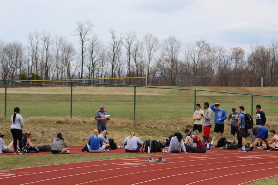 The+track+and+field+team+trained+outdoors+for+the+for+Bucknell+University+Distance+Carnival+April+9.