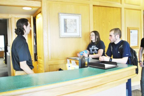 Student senators grant executive board members special privileges