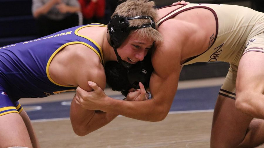 Freshman+Jacob+Ealy+%28left%29+grapples+with+Jonathan+Killingsworth+%28Nebraska-Kearney%29+winning+6-4%2C+but+Pitt-Johnstown+lost+the+match+with+24-16.+